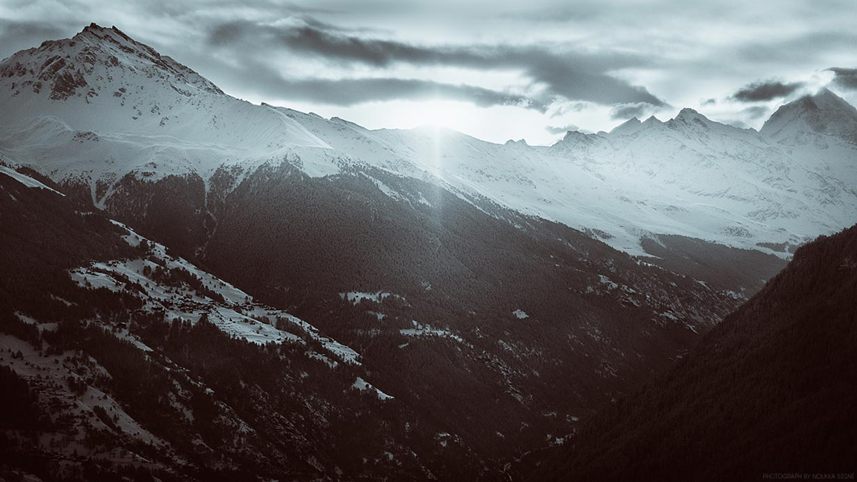 Wallpaper of the mountains in Switzerland